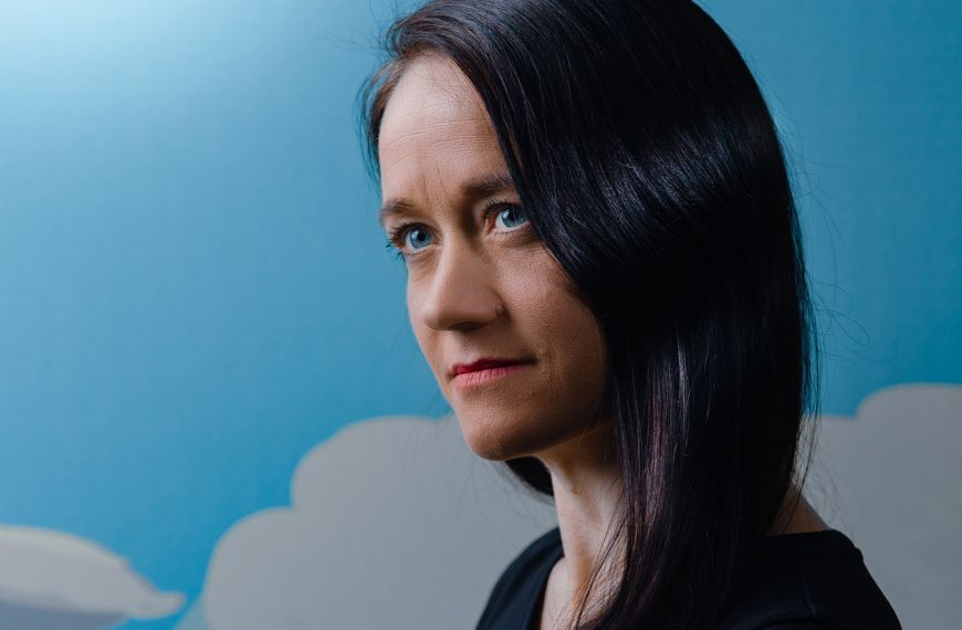 """Työterveyden ravistelija Laura Jalasto: """"Jaksamisesta ja kuormituksesta olisi tärkeää puhua ajoissa"""""""