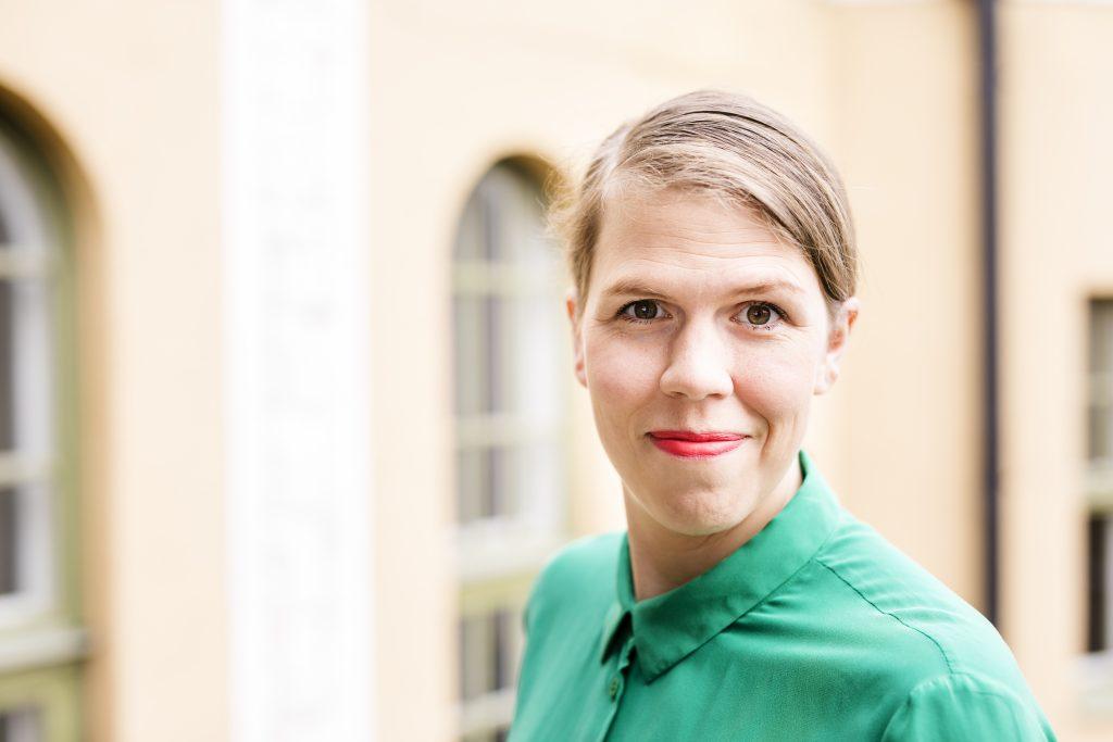 Tule mukaan Talouskinkereille: opi olennainen taloudesta viihdyttävästi Julia Thurénin ja vieraiden seurassa
